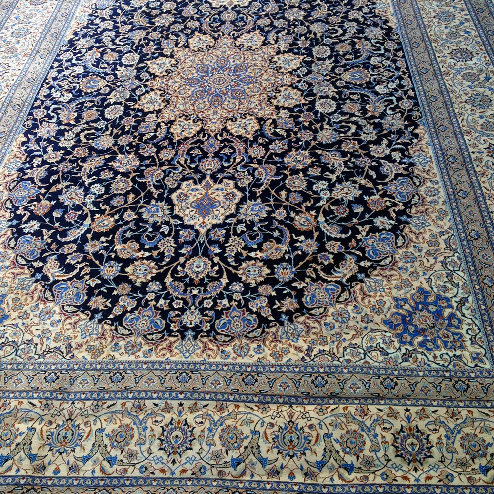 Persian rugs and antique carpets wanted